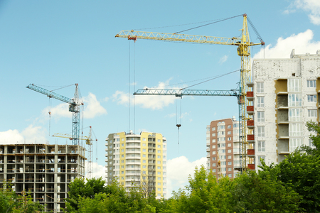 Crane and building construction on sky background 版權商用圖片