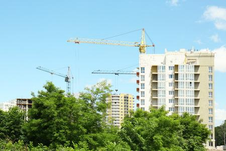 Crane and building construction on sky background Zdjęcie Seryjne