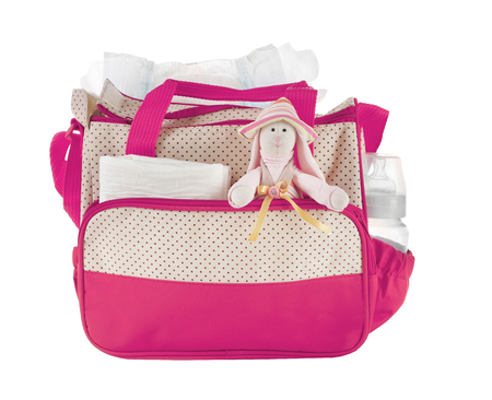 Sac de mères avec jouet et accessoires sur fond blanc Banque d'images