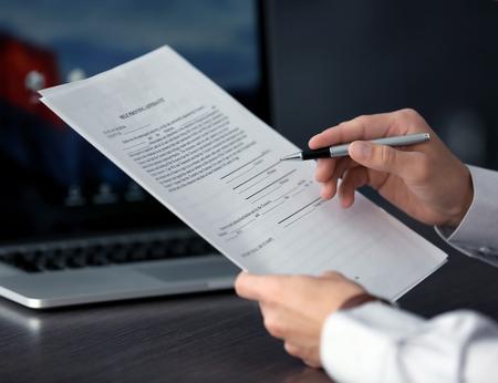 Businessman reading documents Foto de archivo