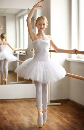 Young beautiful ballerina posing in dance studio Banque d'images