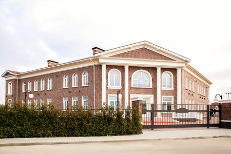 Exterior of elementary school building 版權商用圖片