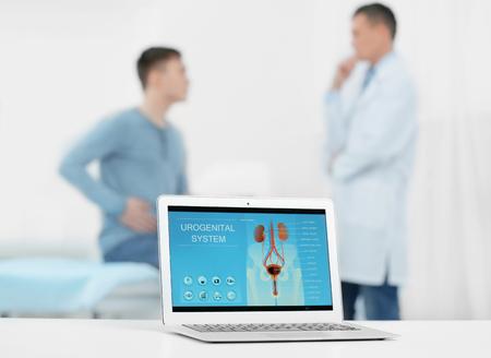 Laptopscherm met resultaten van urologiediagnostiek