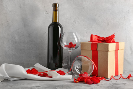 St. Valentines Day concept. Wine, roses and gift box on table Stok Fotoğraf - 108383996