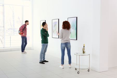 Young people in modern art gallery hall 스톡 콘텐츠