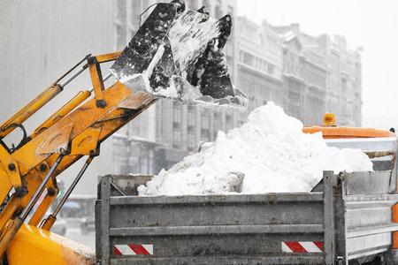 Pług śnieżny na zewnątrz do czyszczenia ulicy Zdjęcie Seryjne