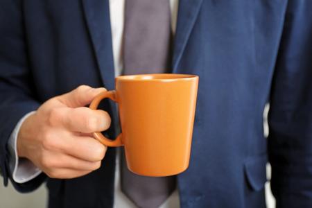 Man holding blank cup, closeup 版權商用圖片