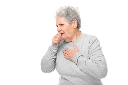 Portret van hoestende oudere vrouw op witte achtergrond Stockfoto