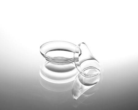 Kontaktlinsen auf hellem Hintergrund Standard-Bild