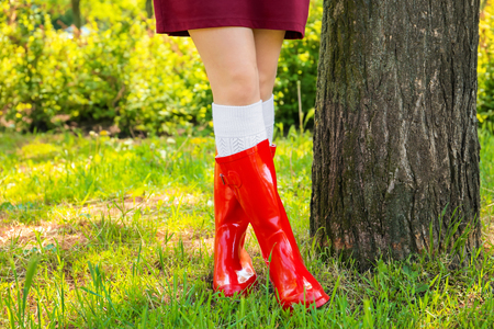 Young woman in red wellington boots outdoors 版權商用圖片