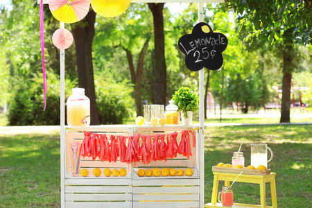 Wooden lemonade stand in park Фото со стока