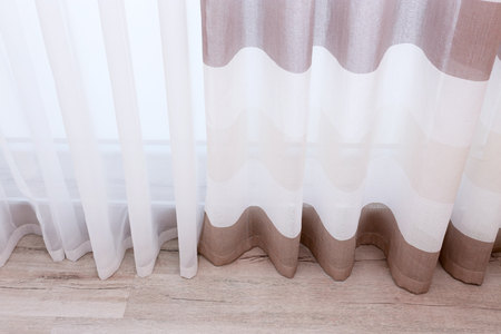 Beautiful silk curtains in room Stockfoto