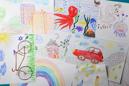 Colorful children's drawings Foto de archivo - 111091049