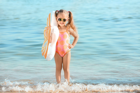 Cute little girl on sea beach Standard-Bild