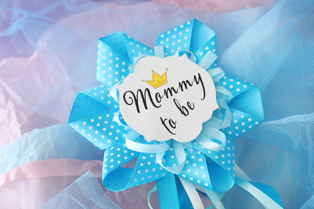 Award ribbon for baby shower party on tulle Banque d'images - 112847459