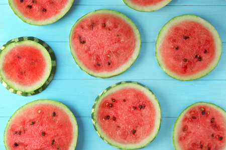Slices of ripe watermelon on color background 스톡 콘텐츠