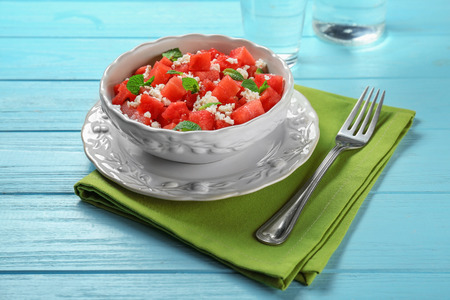 Bowl with delicious watermelon salad on wooden table 免版税图像