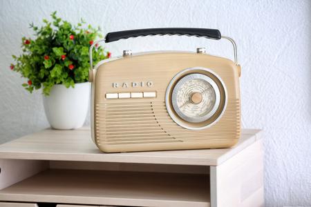 Radio retrò sul tavolo in camera