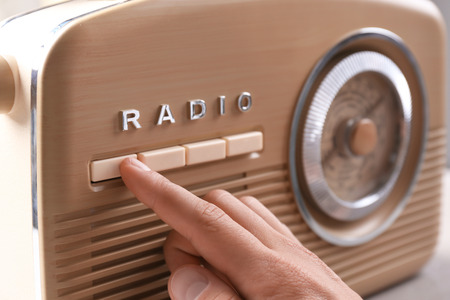 Person tuning retro radio, closeup 版權商用圖片 - 113208411