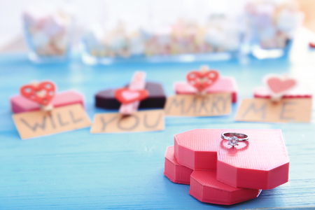 Beautiful composition with engagement ring on table Foto de archivo