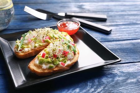 Plate with tasty fresh bruschettas on table Foto de archivo