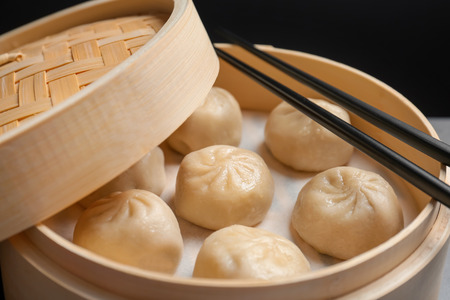 Bamboo steamer with tasty baozi dumplings, closeup 版權商用圖片