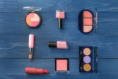 Flat lay composition with professional cosmetics on wooden background Banque d'images