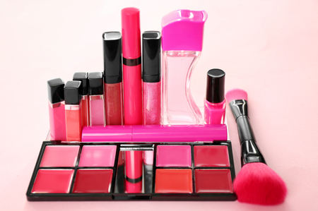 Set of cosmetic products on color background Banque d'images
