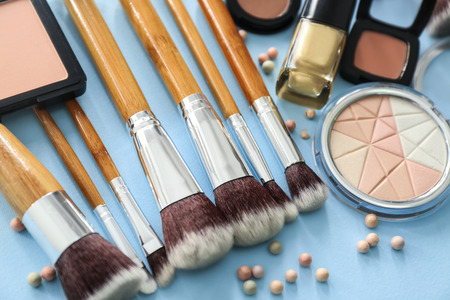 Makeup brushes with decorative cosmetics on color background Stockfoto