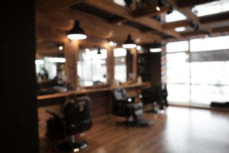 Verschwommener Blick auf den stilvollen Friseursalon