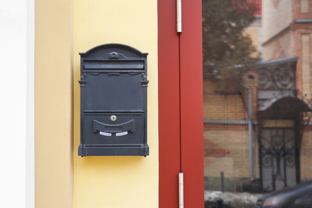 Vintage mailbox on wall of building outdoors 免版税图像