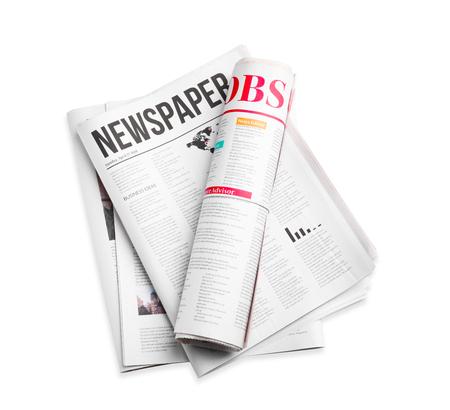 Giornali su sfondo bianco