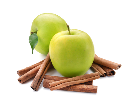 Fresh apples and cinnamon sticks on white background 스톡 콘텐츠 - 113477288
