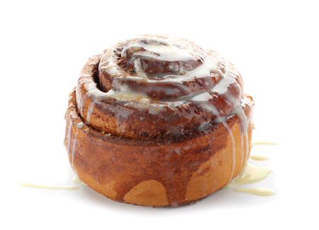 Tasty homemade cinnamon bun with glaze on white background 版權商用圖片
