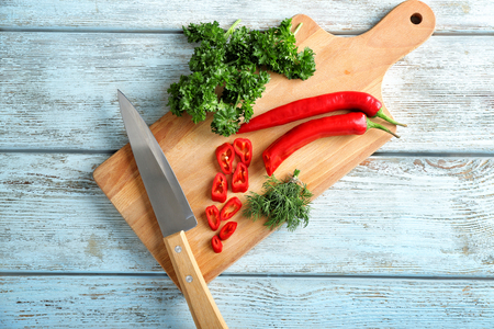Board with different fresh herbs and chili pepper on wooden background Imagens