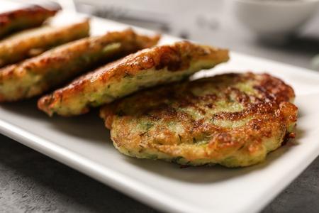 Plate with zucchini pancakes, closeup Zdjęcie Seryjne
