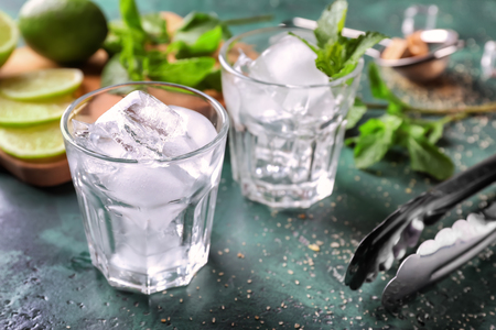 Glass with ice for mojito cocktail on table 스톡 콘텐츠