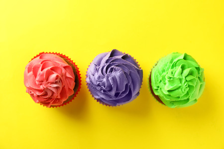 Delicious cupcakes on color background Standard-Bild - 119082814