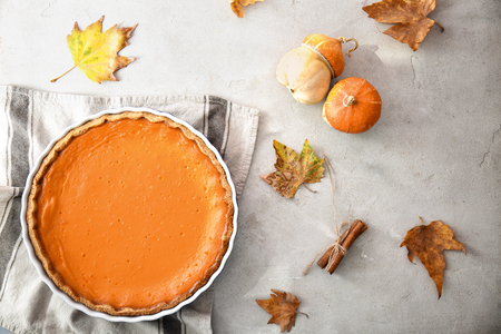 Baking dish with tasty pumpkin pie on table, top view 版權商用圖片
