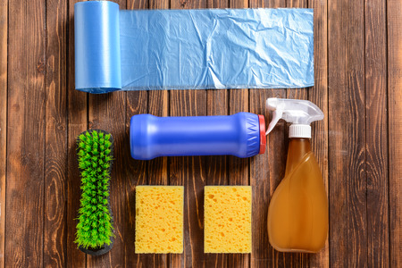 Cleaning supplies on wooden background Banque d'images