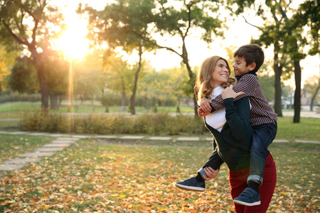 Happy mother and son in autumn park Stockfoto