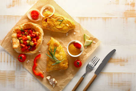 Delicious vegetable samosas with sauce on wooden table Stok Fotoğraf
