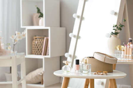 Table with accessories and cosmetics in modern makeup room Zdjęcie Seryjne