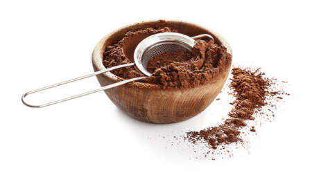 Bowl with cocoa powder and sieve on white background Standard-Bild