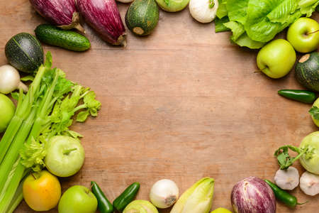 Frame made of fresh vegetables and fruits on wooden background Banque d'images