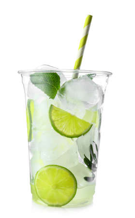 Cup of fresh mojito on white background Banque d'images