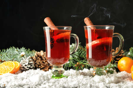 Glass cups of tasty mulled wine on table Imagens