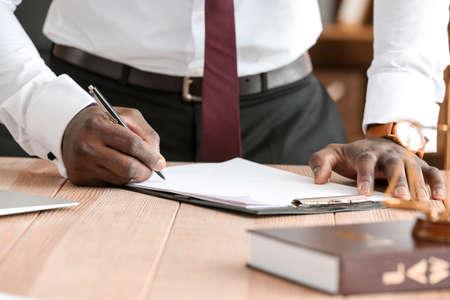 Lawyer signing documents in office Zdjęcie Seryjne