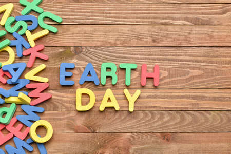 Composition with text EARTH DAY on wooden background Standard-Bild