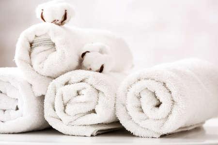 Cotton towel on table in bathroom Stockfoto